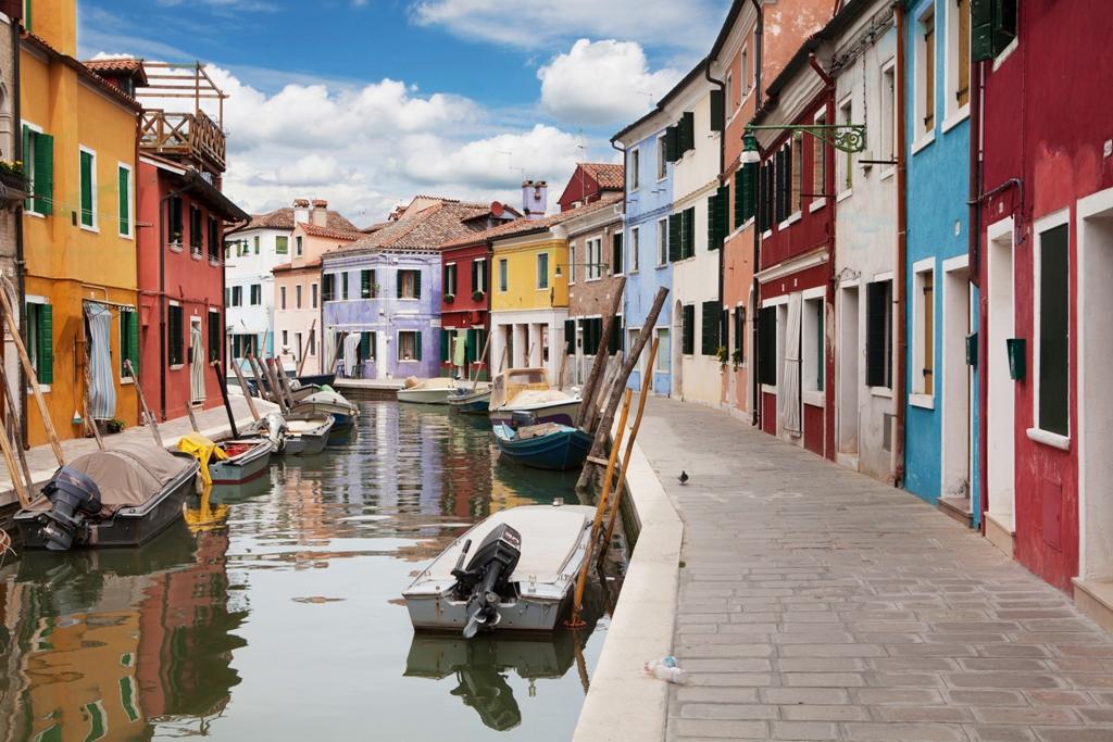 Паркирани лодки в Бурано Италия