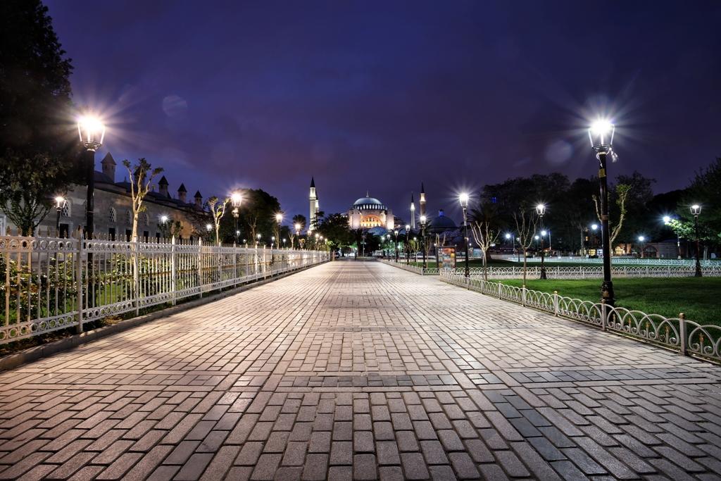 По улиците на Турция през нощта