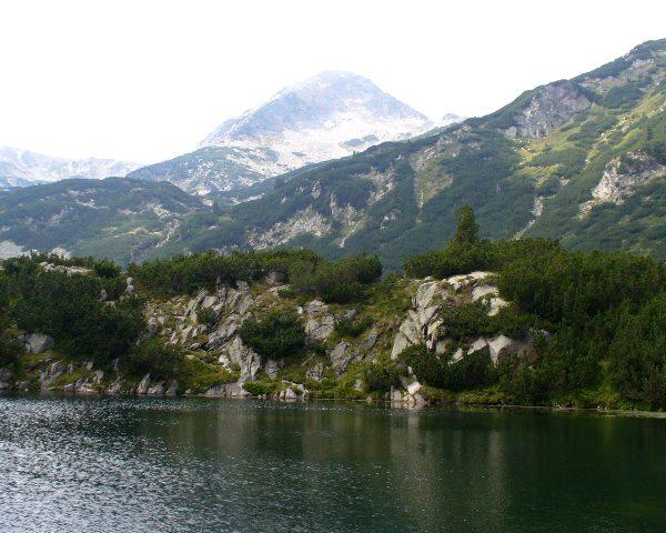 Езеро в Национален парк Пирин