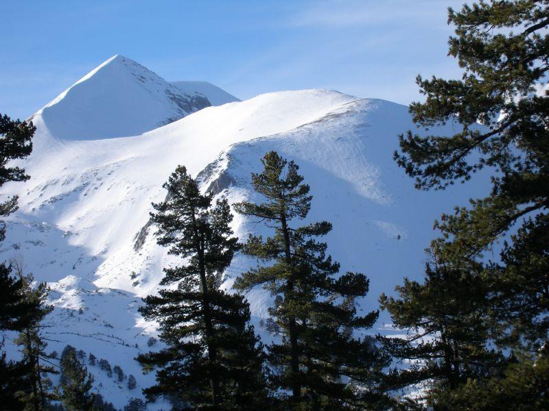 заснежената Пирин планина