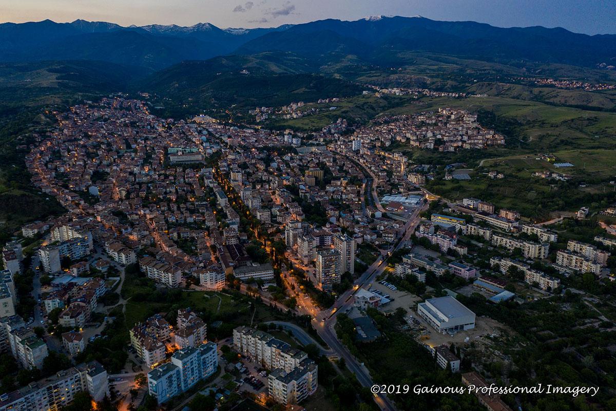 Град Банско погледнат през дрон