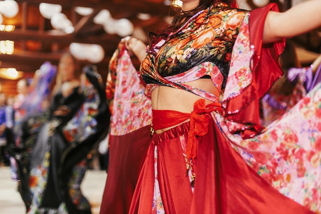 Жени танцуващи испански танци